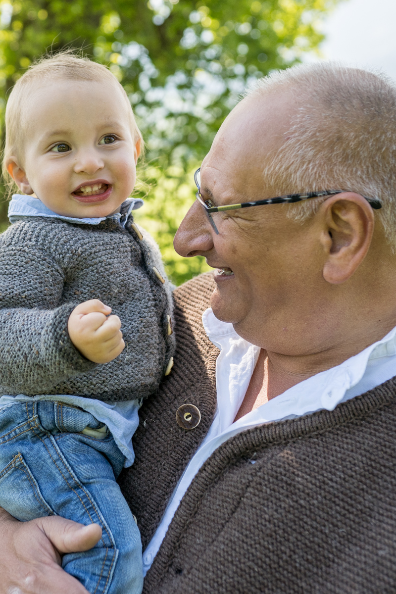 Familienbilder Outdoor mit Opa für Rosenheim, Chiemgau, Prien am Chiemsee und München