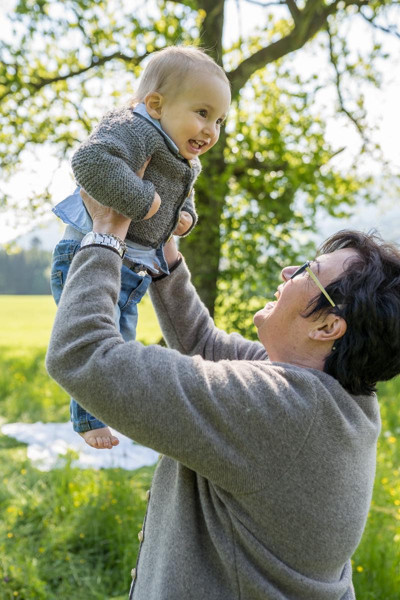 Familienbilder Outdoor mit Oma für Rosenheim, Chiemgau, Prien am Chiemsee und München